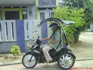 MOTOR-NikmatnyaMengendariMotorBerkanopi-E